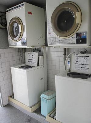 洗濯機置き場は居室にございません
