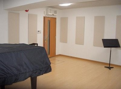 地下に入居者だけが無料で24時間利用出来る防音室が3部屋ございます
