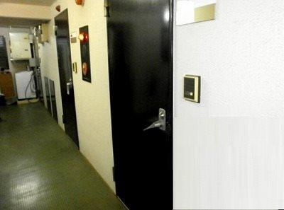 まるで音楽スタジオようなのグレモン錠の防音ドア