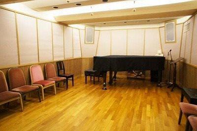 2時間1,000円で利用出来るミニコンサートホール(*´ω`*)