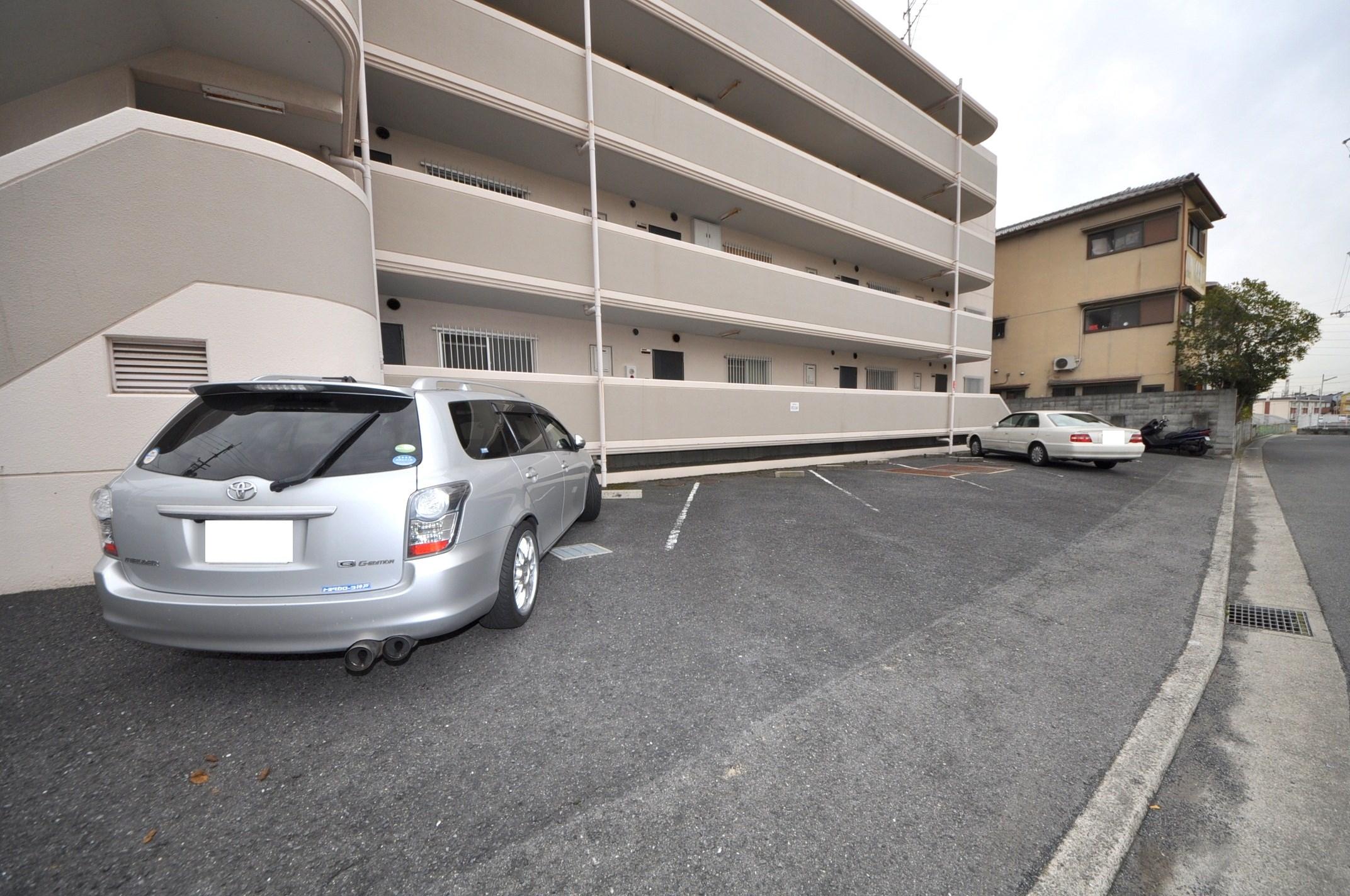 メゾンデブランシェ 駐車場