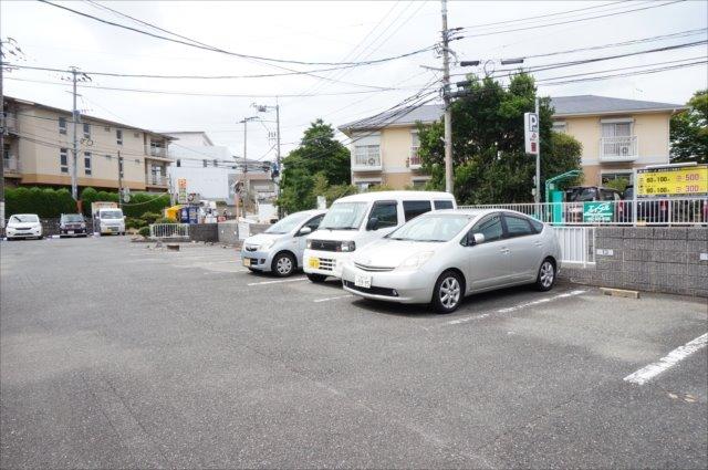ハミングタウン高辻ヶ丘A 駐車場