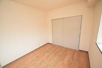 735柳ビル ベッドルーム