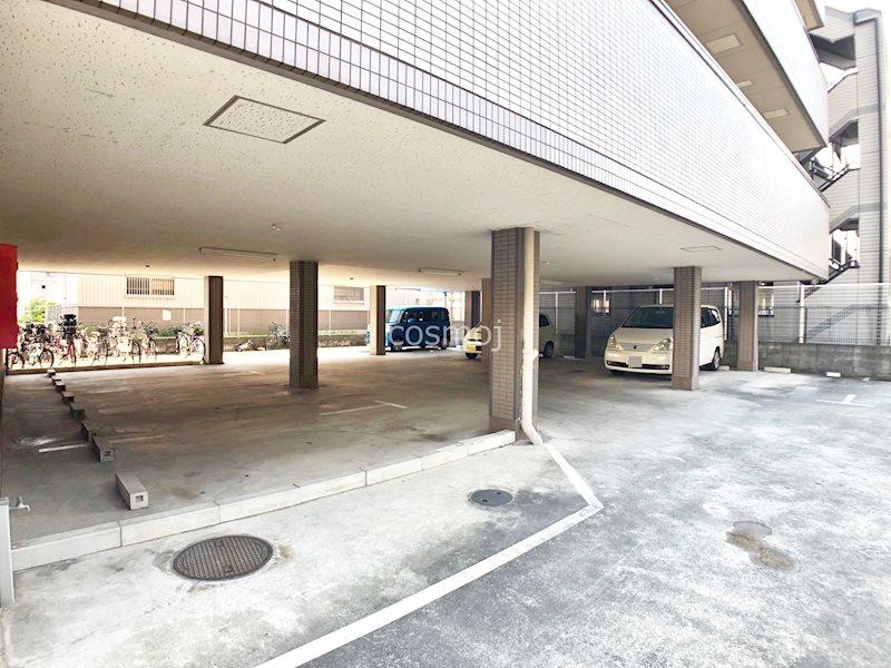 シャルム八尾 駐車場