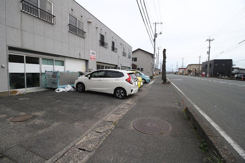 西村アパート 駐車場