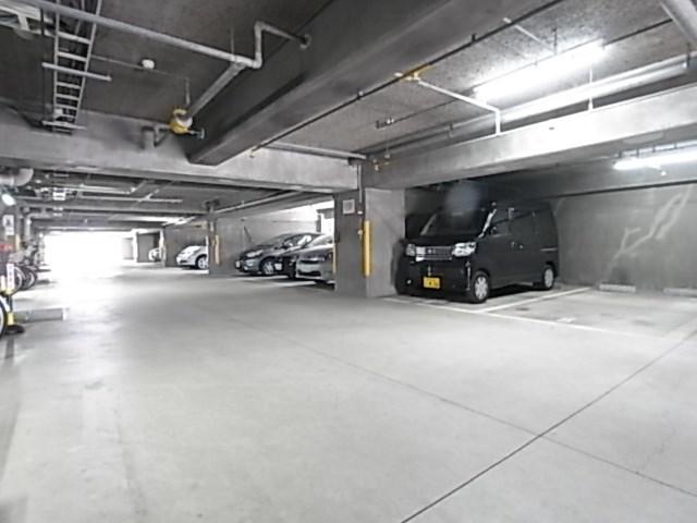ブルーム神戸三宮 駐車場
