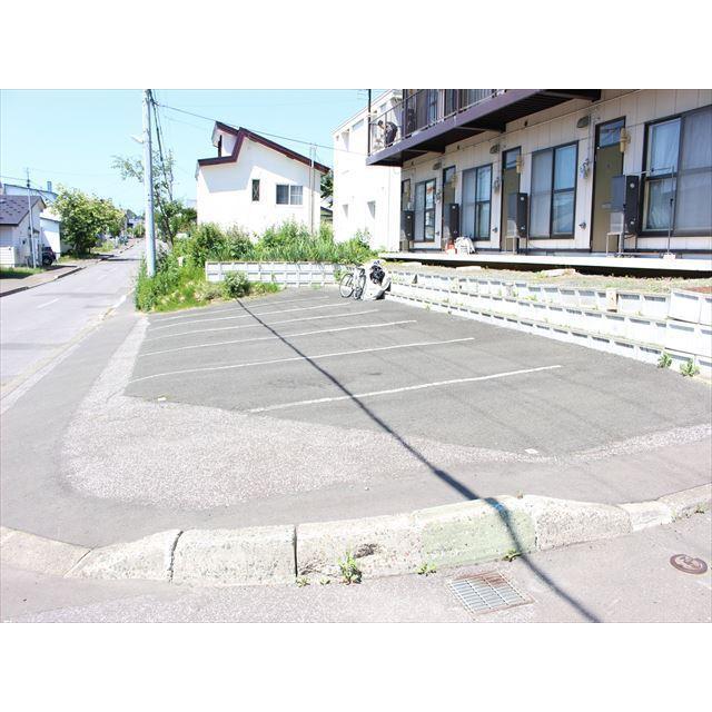コーポエルム(美山町) 駐車場