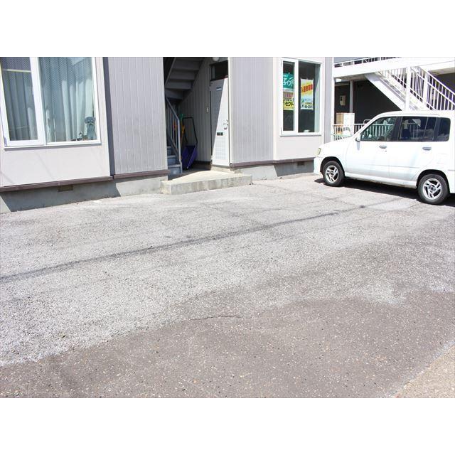 プチメゾン令 駐車場
