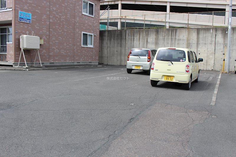 カームライフ北進Ⅱ 駐車場