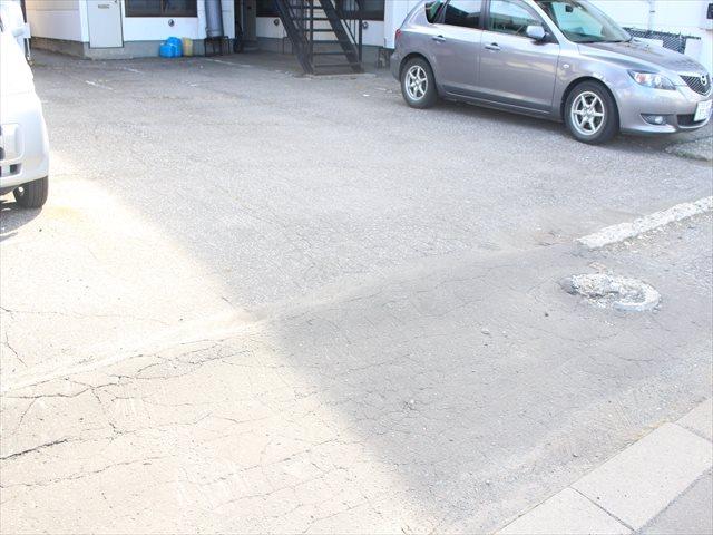 グランドハイム幸 駐車場