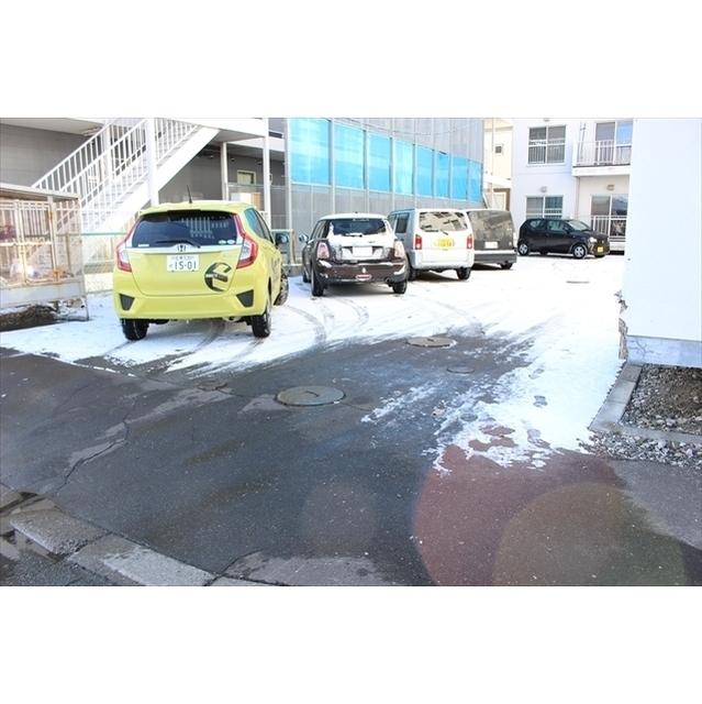 メゾンヌフ 駐車場