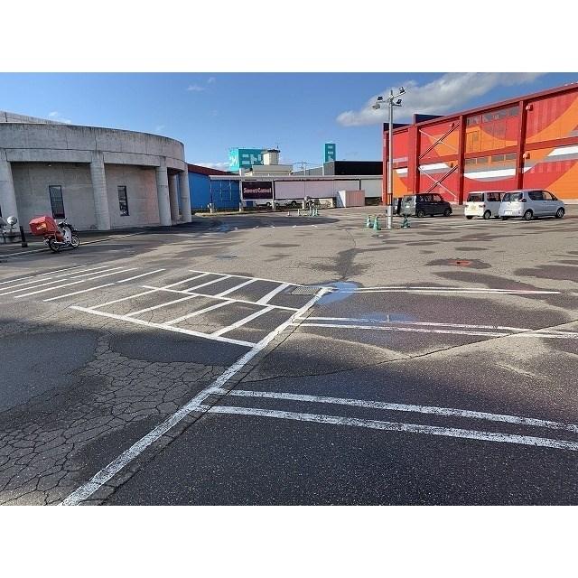 中央三輪7丁目446番地店舗 駐車場