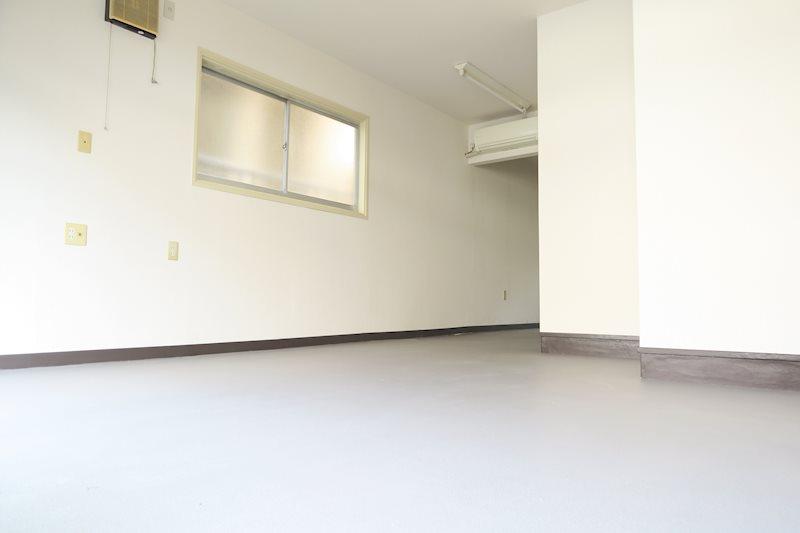 ロイヤルグローブ 1F事務所 玄関