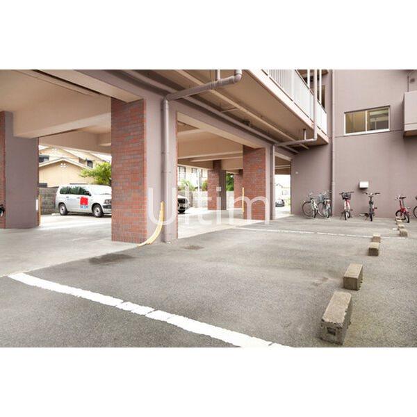 Tomona 駐車場