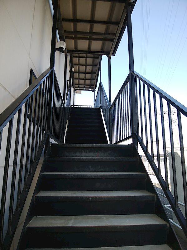 嵐山むさし台貸店舗 2階 玄関