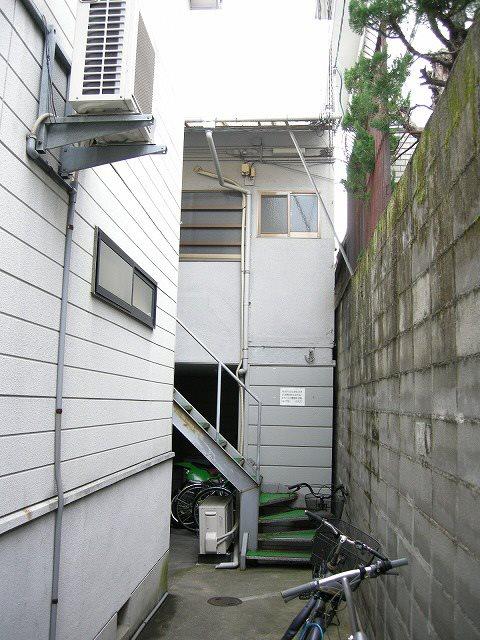 コスモハイツ上御霊 205号室 外観