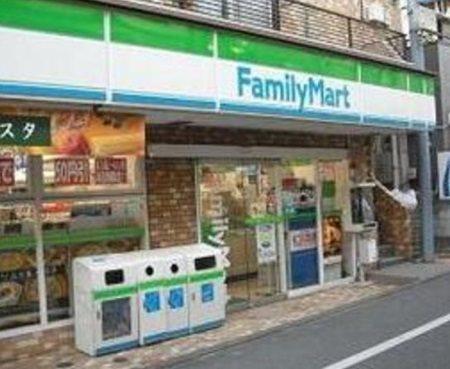 ファミリーマート浮間中央通り店(コンビニ)まで539m