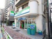 コンビニ(ファミリーマート 湊二丁目店)まで56m
