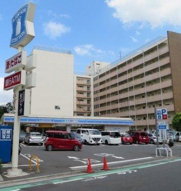 ローソン幡ヶ谷一丁目店(コンビニ)まで358m
