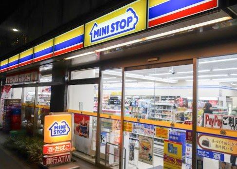ミニストップ 新宿大京町店220 m