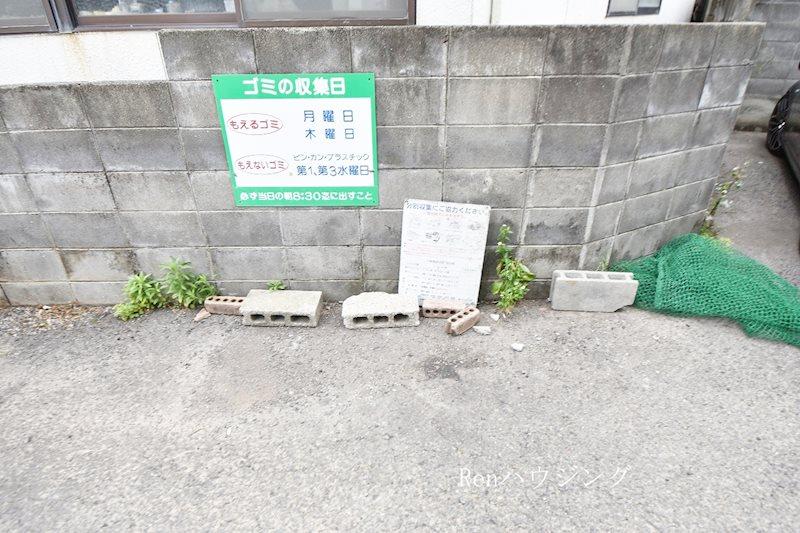 コーポいずみ 駐車場