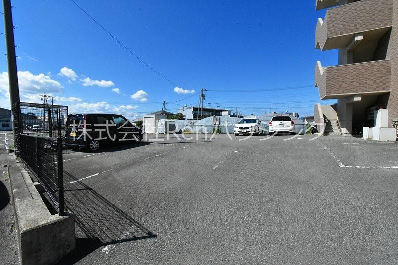 アメンド73 駐車場
