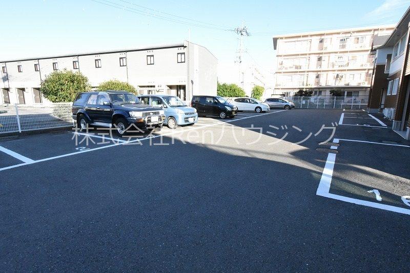 ライヴリィ春日 駐車場
