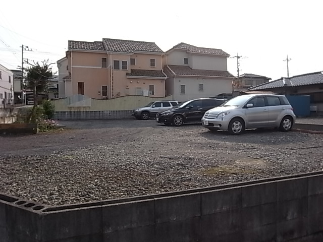 井上理容店駐車場 外観