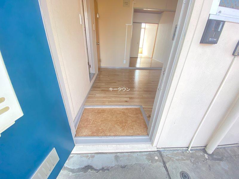 コーポからまつ 玄関