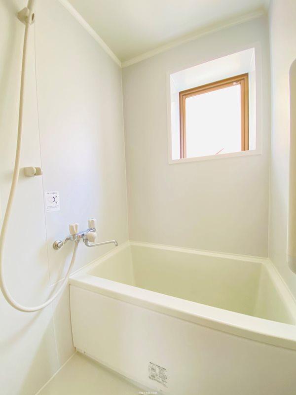 ホワイトビラコモネ 風呂画像