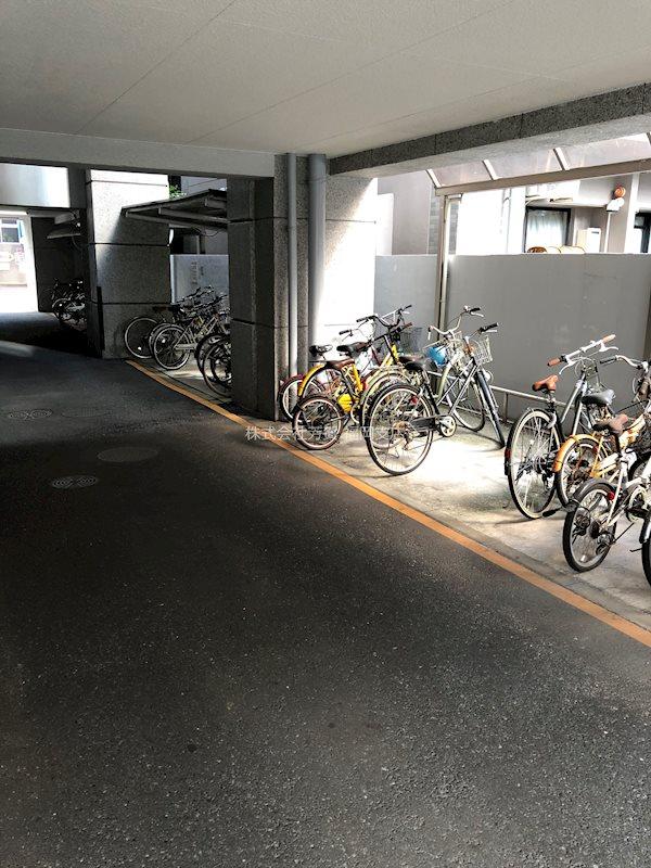 エステートモア西公園 駐車場