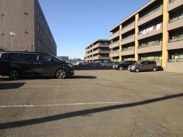 パークハイツH 駐車場
