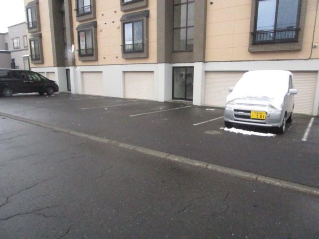 イーストヒルズ 駐車場