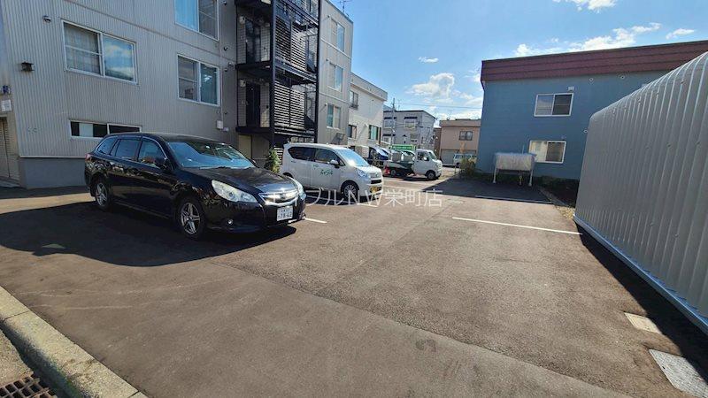 クリスタルハイツ栄町 駐車場