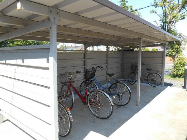 レオパレスグリーンウッド 駐車場