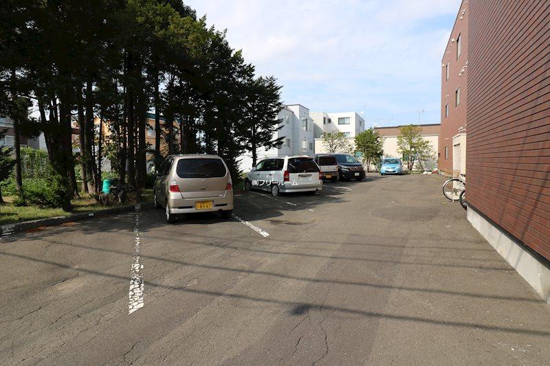 リラハイツKS 駐車場