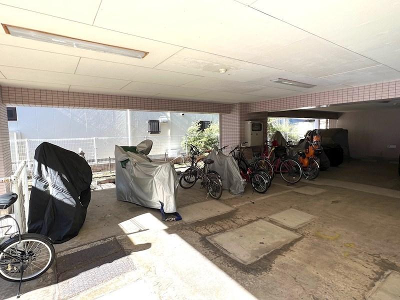 ジュネパレス新松戸第27 駐車場