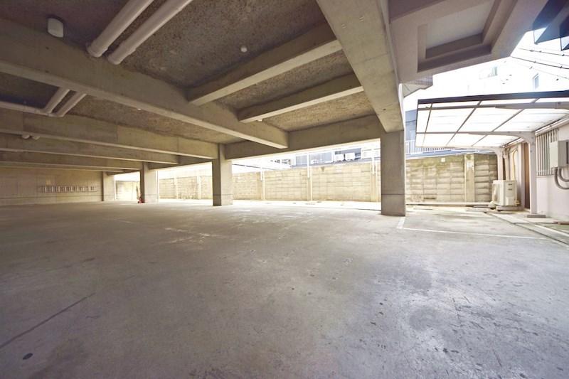 ロイヤル陽光園 駐車場