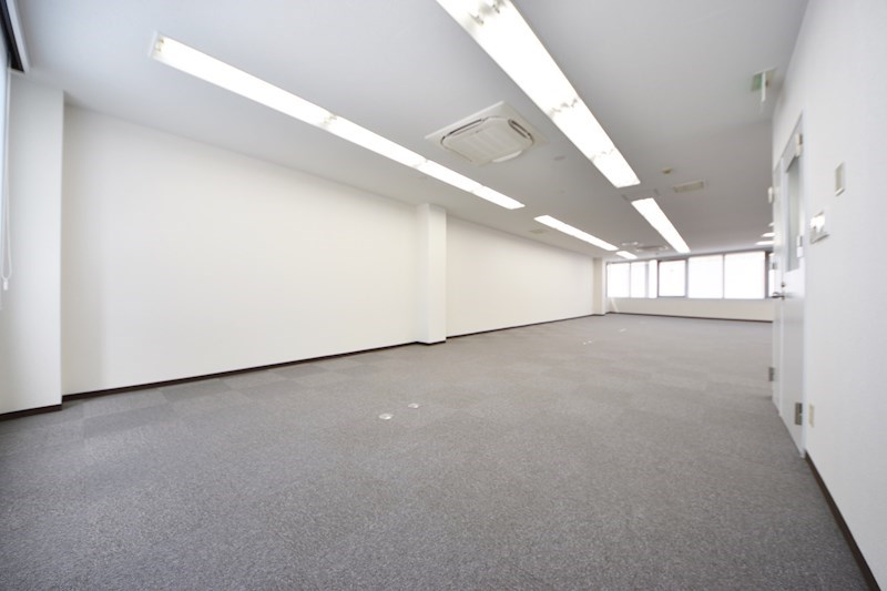 貸店舗・事務所 八尾市 東本町3丁目 たばこビル 玄関