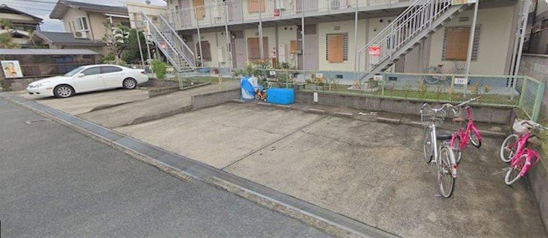 シャトー志紀 駐車場