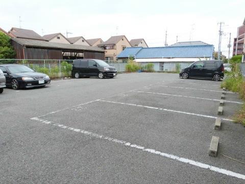 B.ビレッジ 駐車場