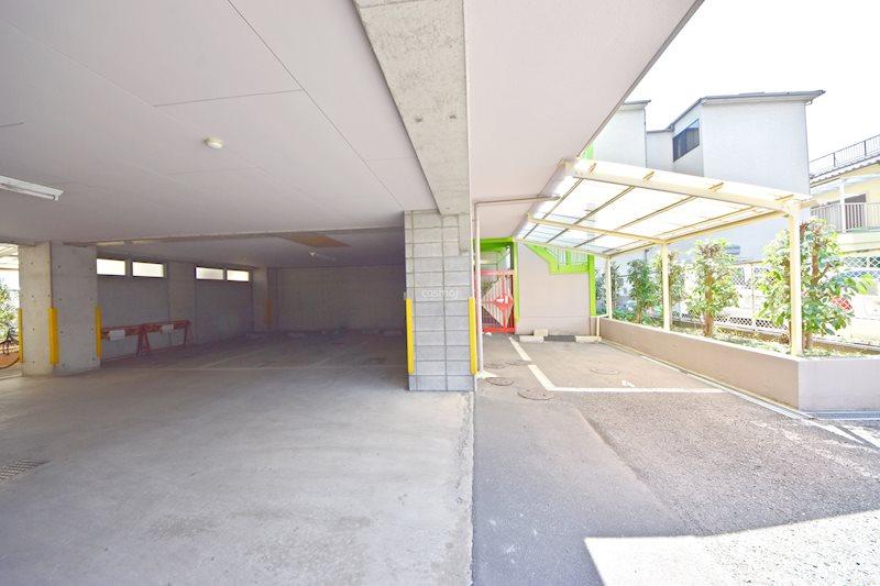 貸店舗・事務所 八尾市 桜ヶ丘3丁目 リバティ桜ヶ丘Ⅱ号館  駐車場